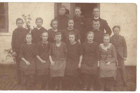 Konfirmation 1925 i Røgen og Sporup sogne 204 Kirstine Gjern               303 Provst Vistoft