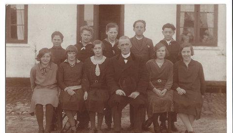 Konfirmation 1932 Niels Gjern bageste række i midten
