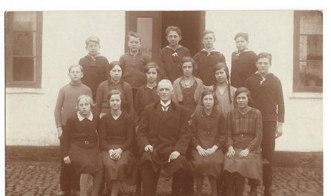 Konfirmation 1934 103 Provst Vistoft 202 Erna Gjern, Klintrup Vestergaard 206 Oluf Vissing Nielsen, Lyngbygården